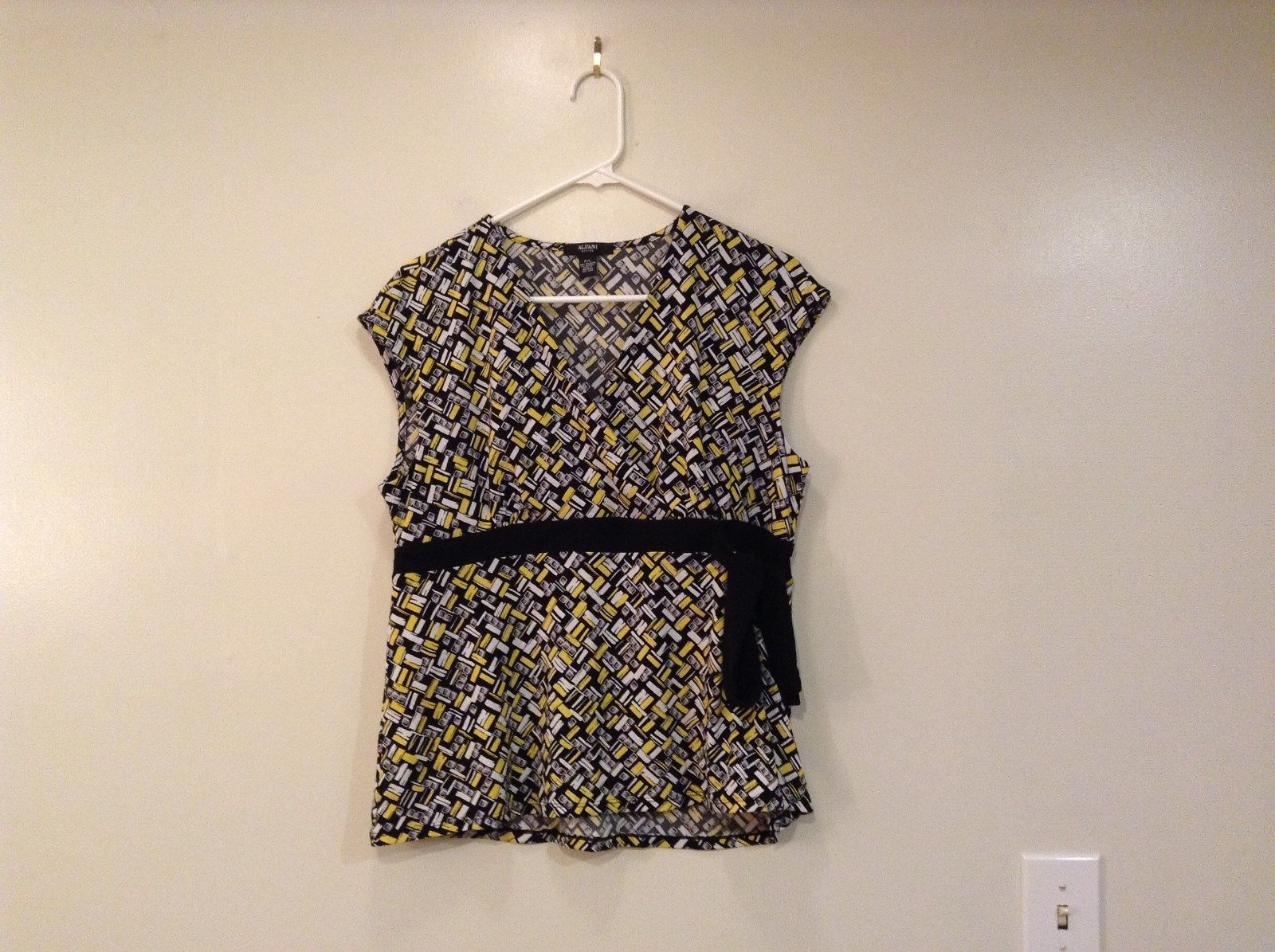ALFANI Petite Sleeveless Black White Yellow with Black Trim Blouse Size PL