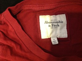 Abercrombie & Fitch short sleeve color maroon image 2