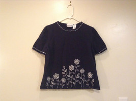 Alfred Dunner Navy Blue Embroidered White Flowered Blouse Size M Short Sleeves