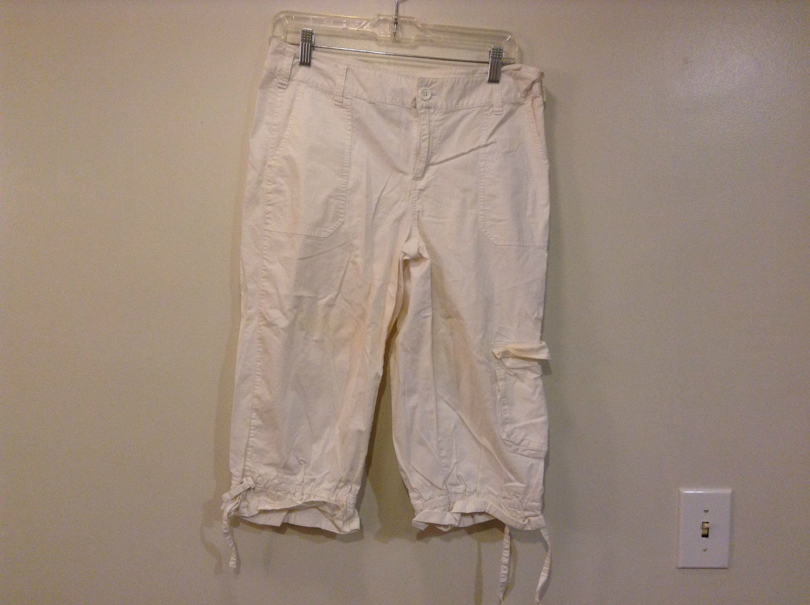 Ana A New Approach White Casual Capri Pants Size 10 Petite Button Zipper Closure