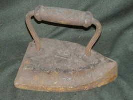 Antique Cast Iron Sad Iron 7 w Oval Handle