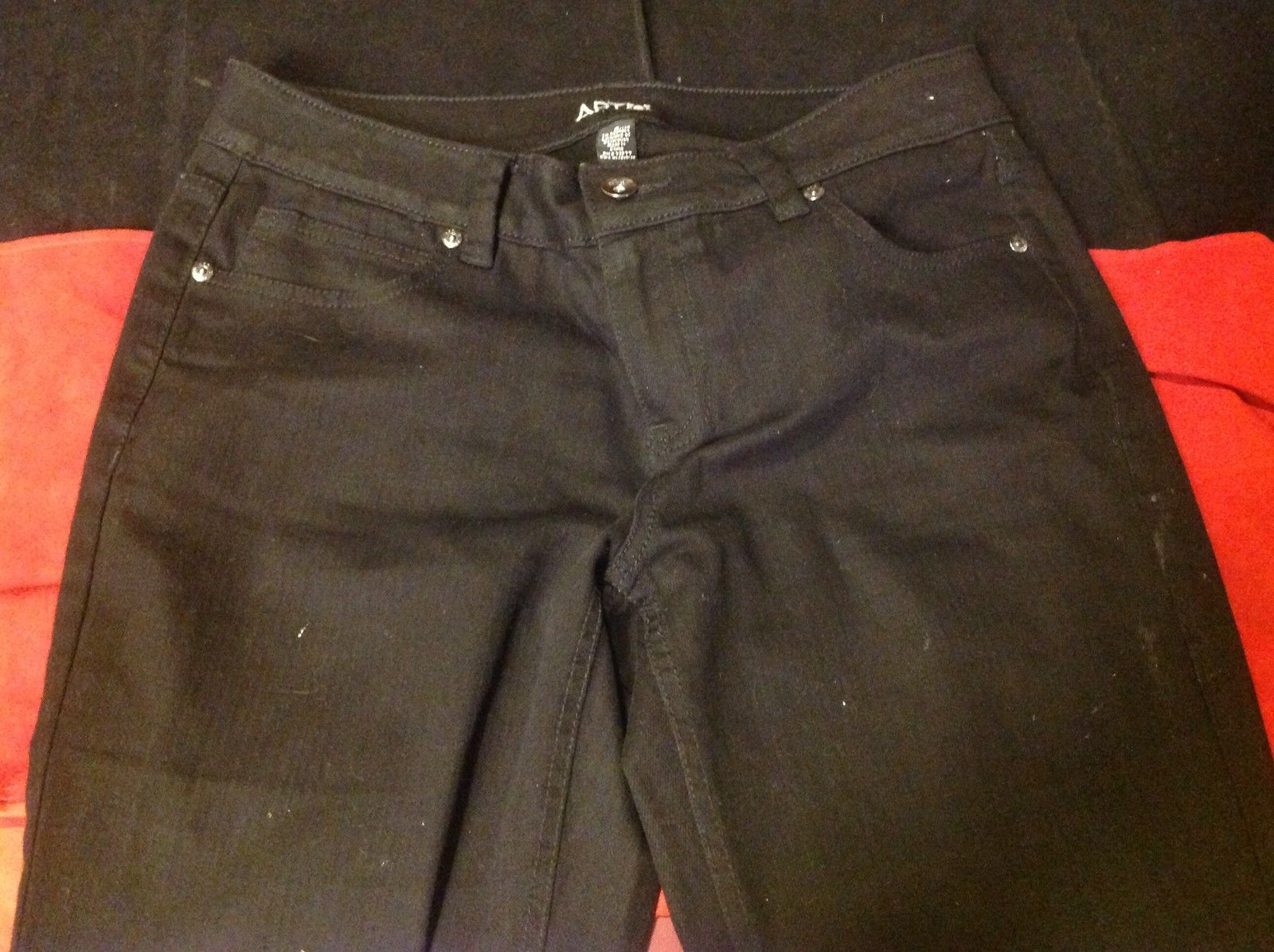 Apt. 9 Ladies Black Jeans with White Graphics on Both Back Pockets Size 8