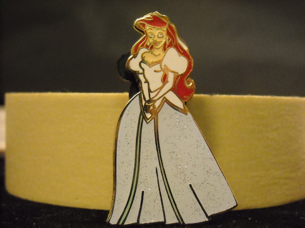 Ariel Sparkle Princess Disney Trader Collectible Pin