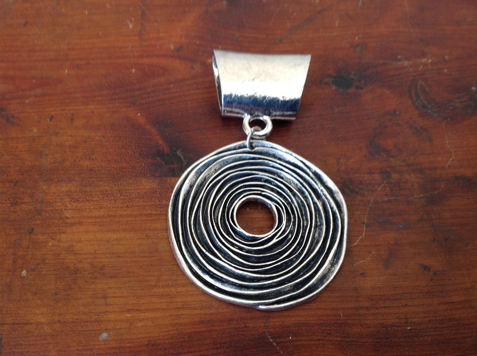 Attractive Silver Tone Round with Relief Scarf Pendant by Magic Scarf