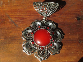 Attractive Scarf Pendant Flower with Red Stone and Red Crystals Silver Tone