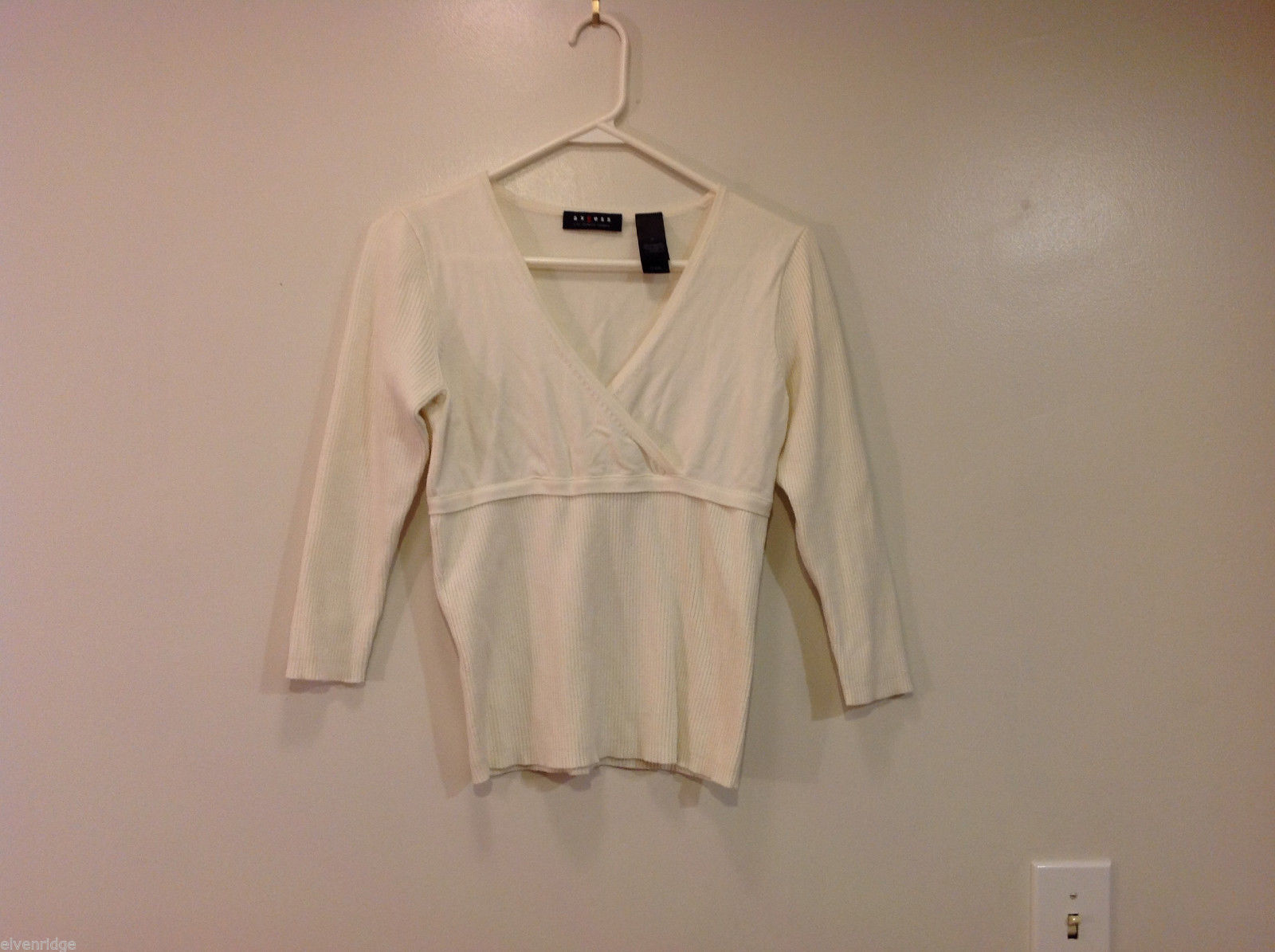Axcess White Stretch V-neck Empire Waist 3/4 sleeve Top Blouse Pullover, Size M