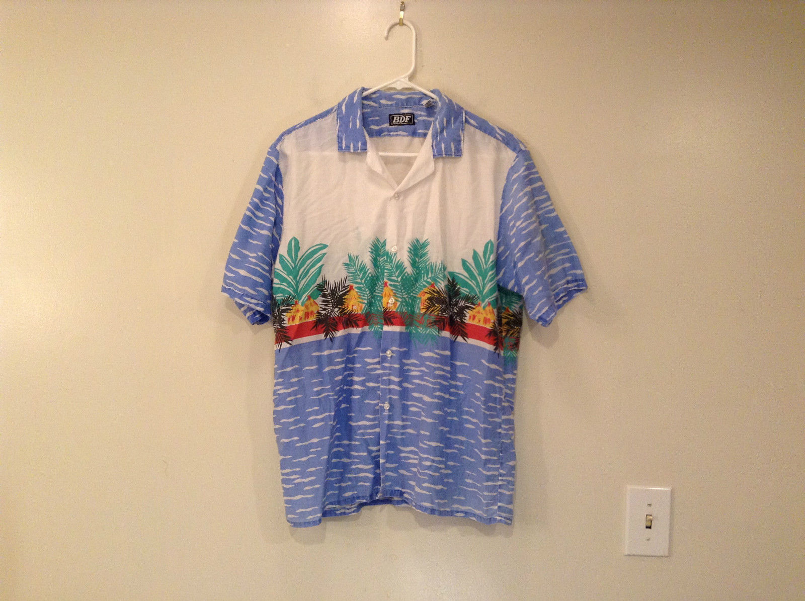 BDF White Blue Green Hawaii Village Pattern Button Up Short Sleeve Shirt Size L