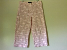 Basic Editions Classic Fit White with Dark Pink Design Capris Size 6