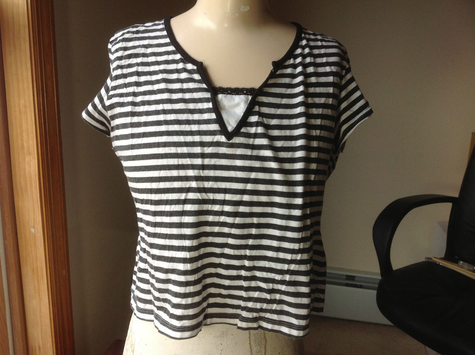 Bay Studio Khakis Black and White Striped Lined V-Neck Top Size Petite Large