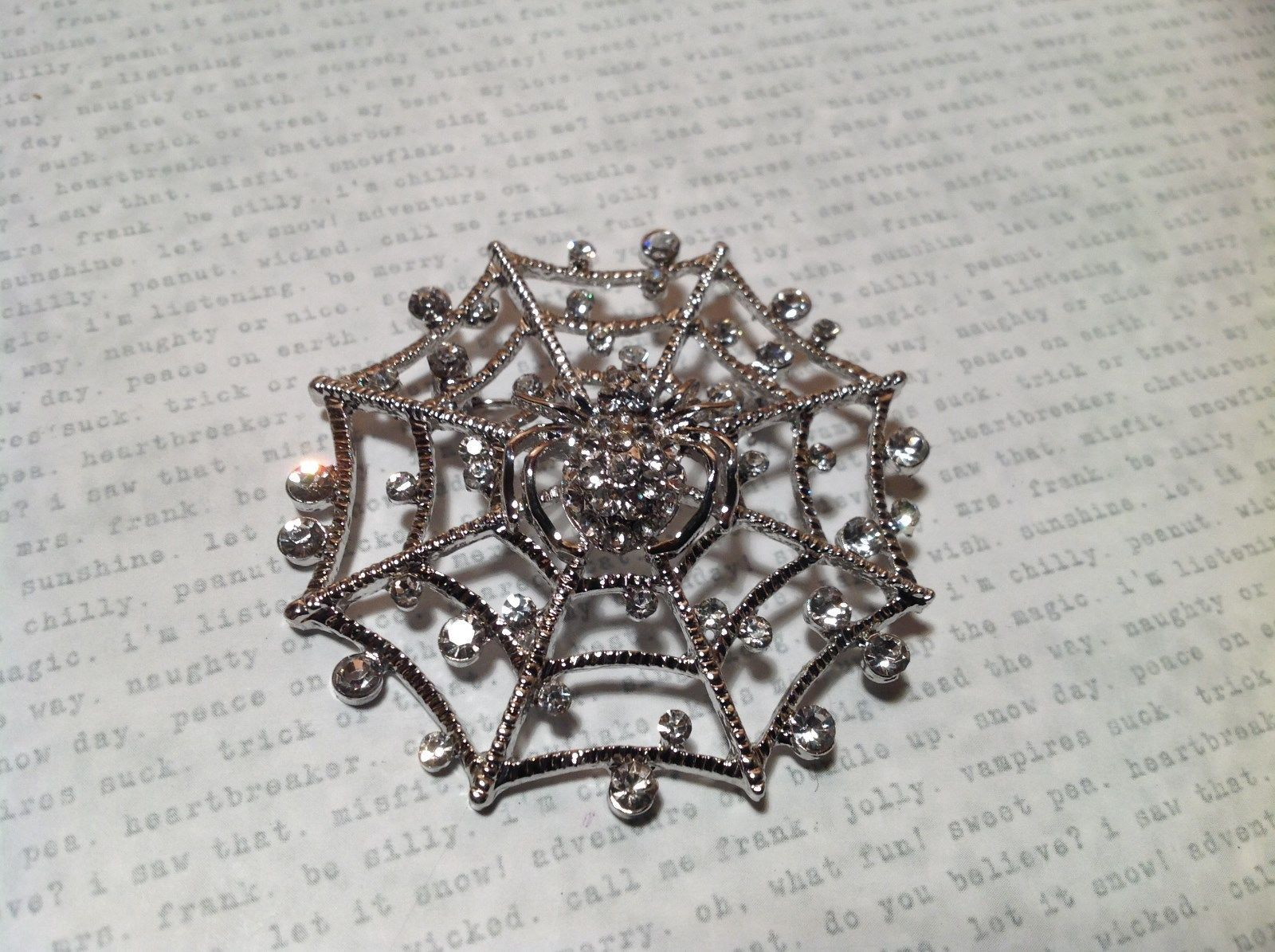Beautiful Crystal Spider Silver Tone Pin Brooch Hinge Closure