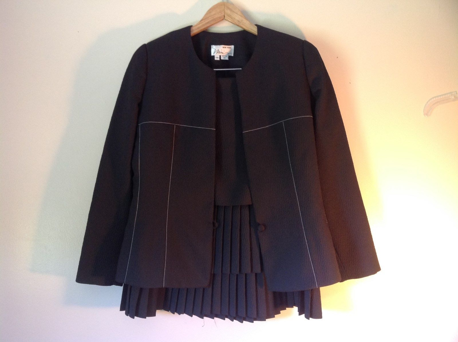 Beautiful Miri New York Black Jacket and Skirt Suit Size 14 Business or Formal