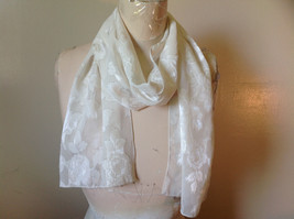 Beautiful White Big Floral Fashion Scarf Lightweight Material No Tag