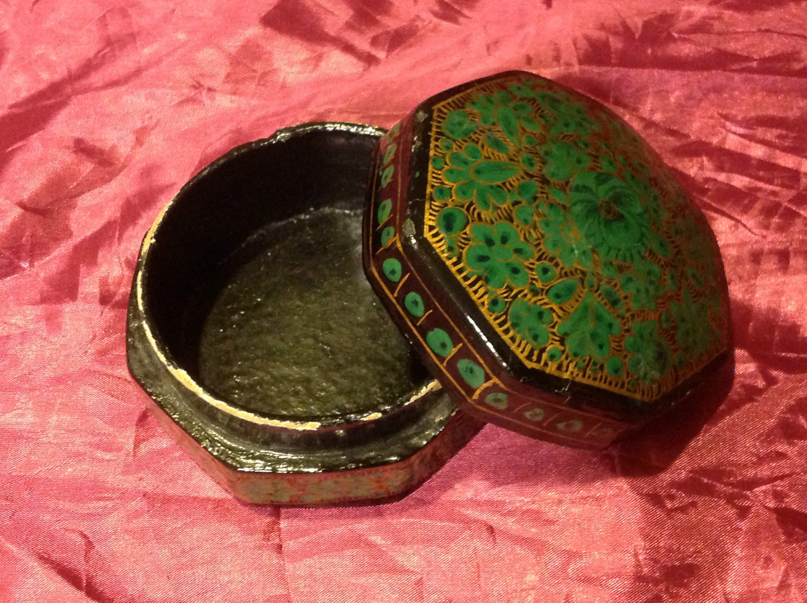 "Beautiful green trinket box 4"" Made in India"