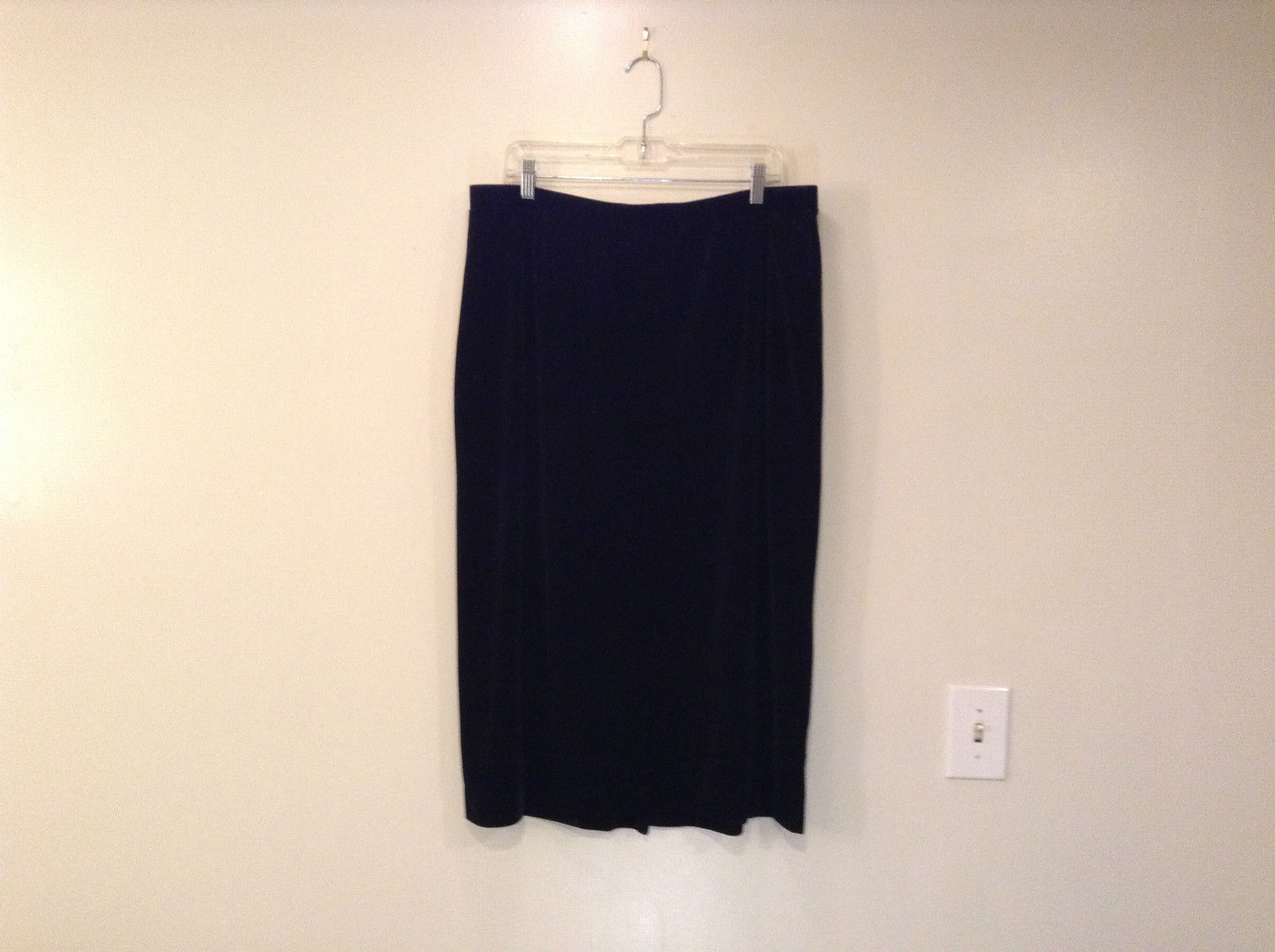 Black Annex Casual Corner Velvet Skirt Size 1X Elastic Waist Slits Back and Side