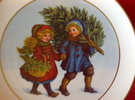 1981 Avon Christmas Tradition Collectors Plate Two Children Holding Hands image 2
