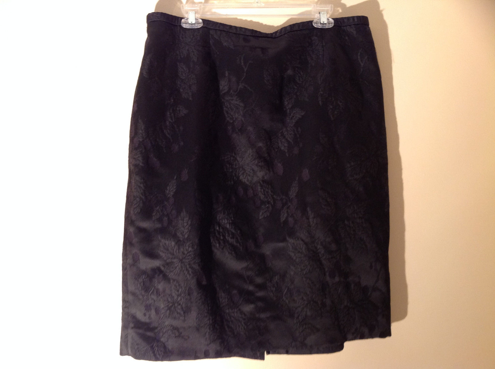 Black Floral Imprinted Design Knee Length Skirt by Dana Buchman Size 18
