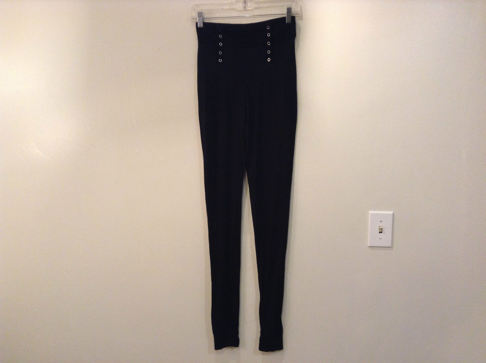 Black Stretchy Waist H and M Casual Pants Size 6 Decorative Buttons on Front