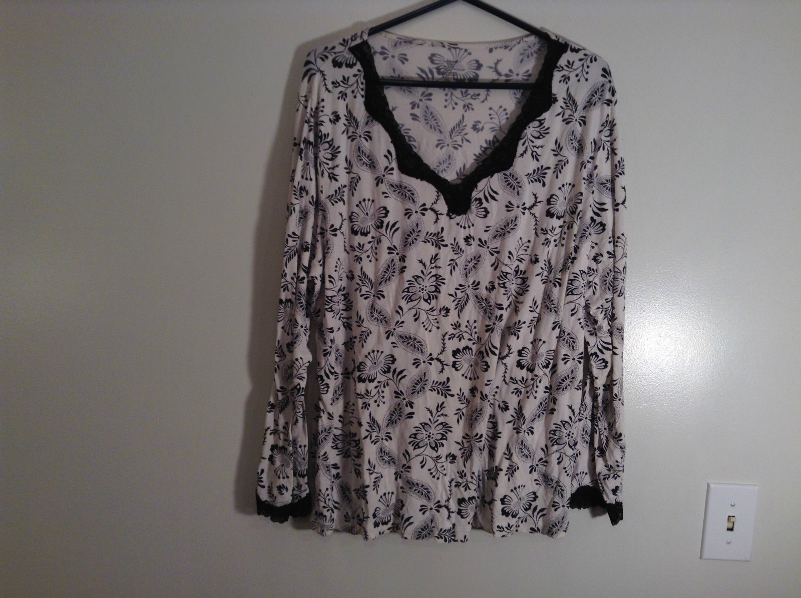 Black White Floral Print Long Sleeve Shirt Lace Trim Size 20 to 22/2X Adonna