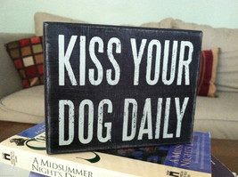 "Black Wooden Box Sign ""Kiss your dog daily"""