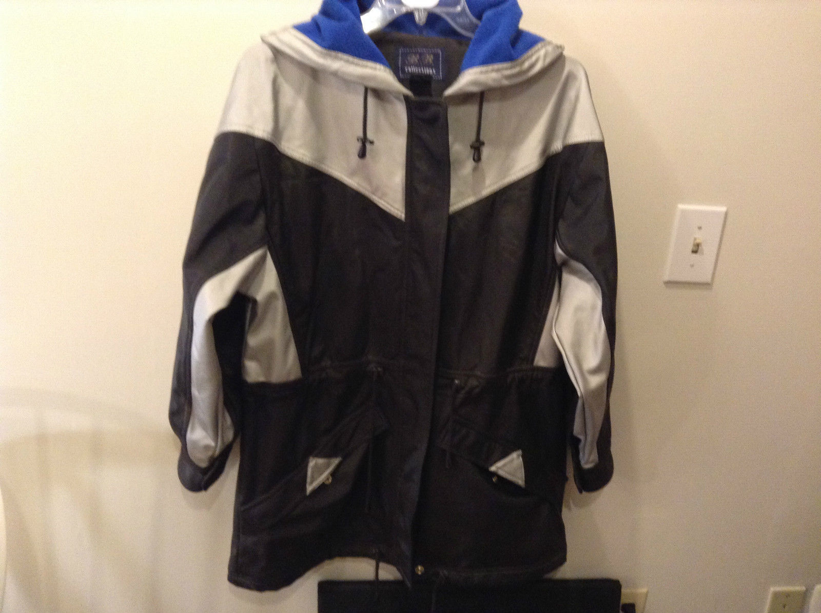 Black and Gray B B Collections Hooded Ski Jacket Great Condition Size M