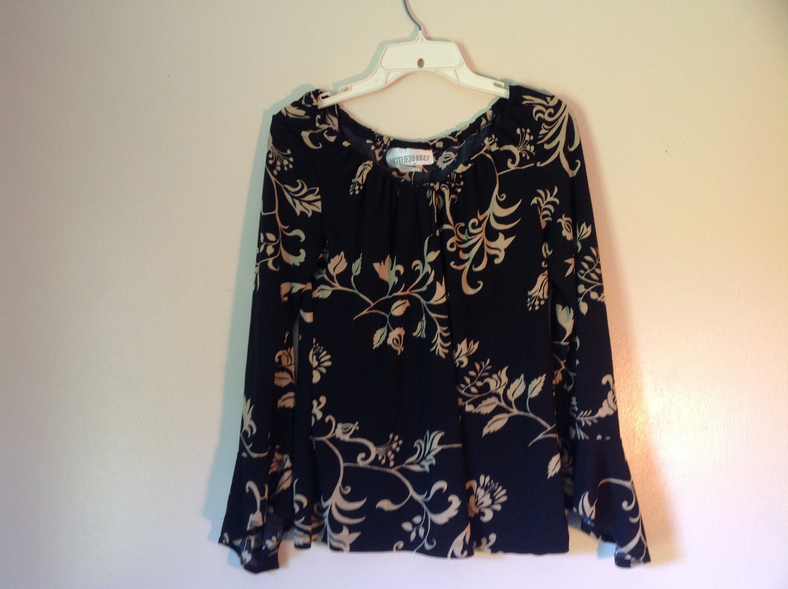 Black and White Flowered Print Motherhood Top Size Medium Made in USA