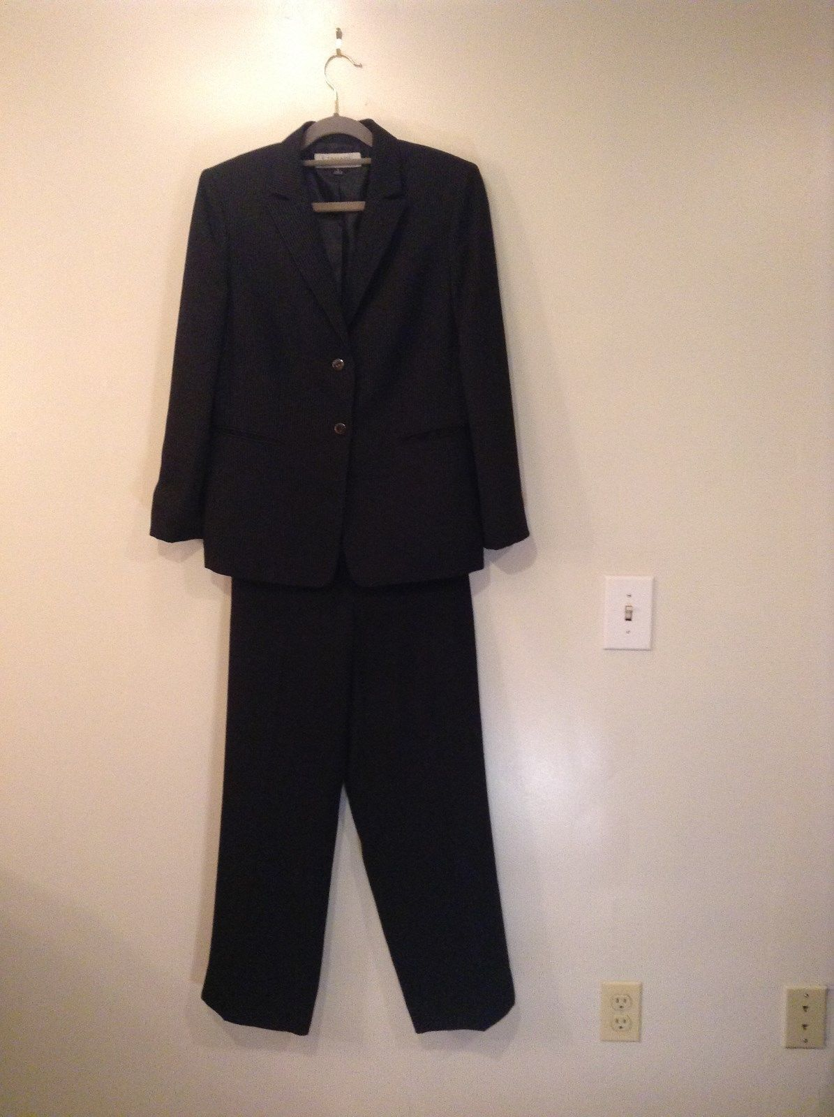 Black with Tiny White Stripes Jacket and Pant Suit Tahari Arthur S Levine Size 8