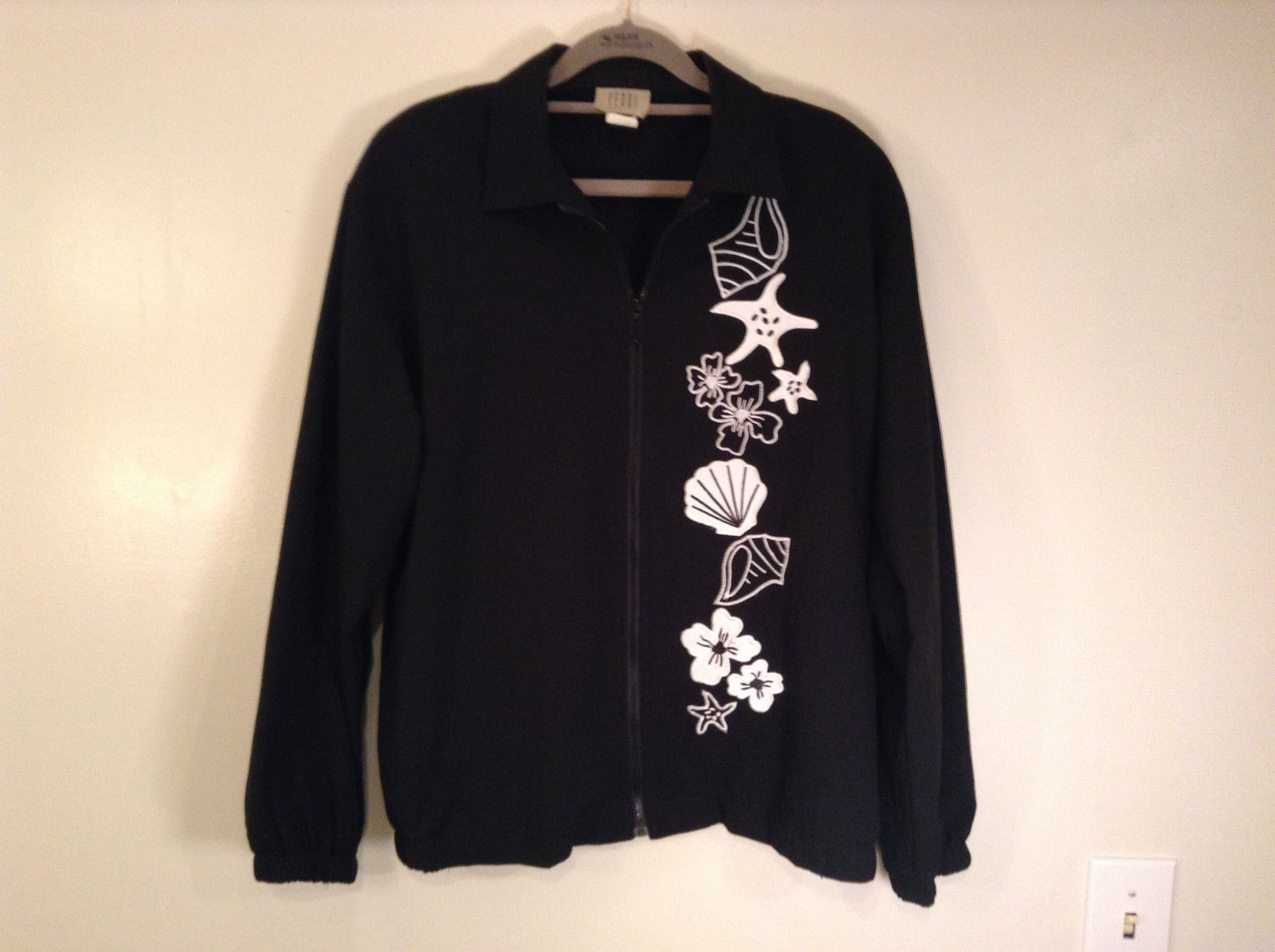 Black with White Flowers Full Zipper Front Light Fabric Size PL Jacket Teddi