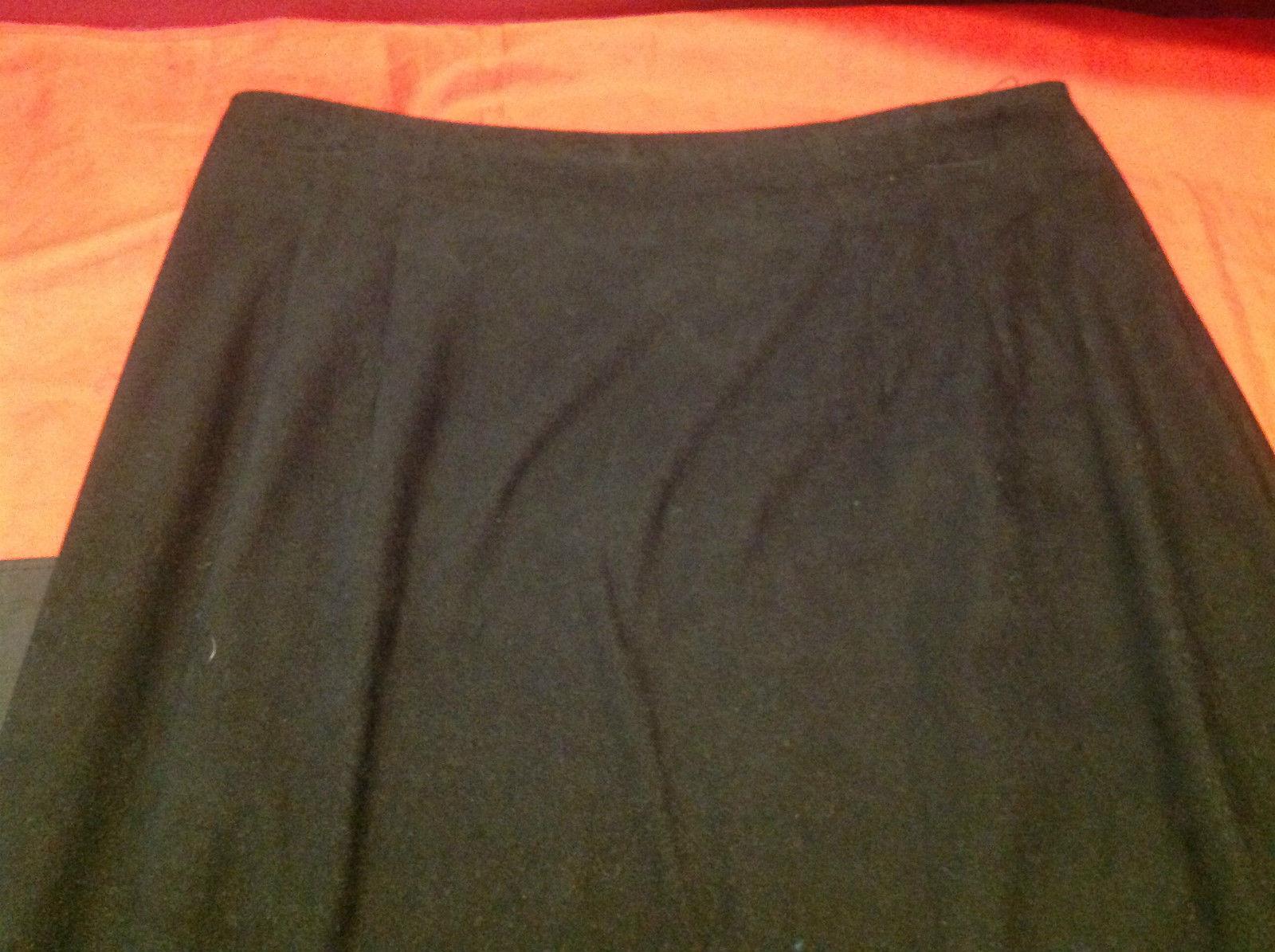 Briggs Ladies Black Three Quarter Length Skirt Back Zipper Size 8P