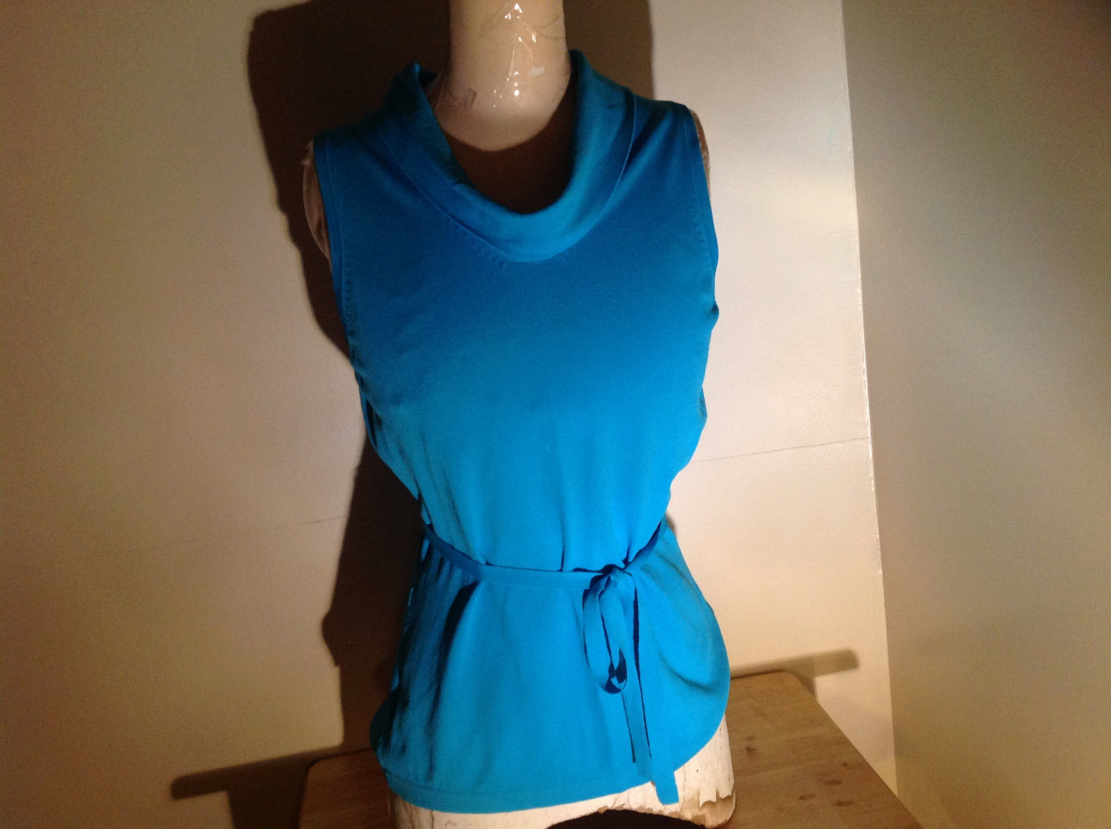 Bright Blue Sleeveless Scoop Neck Shirt by Amanda Smith Size Medium