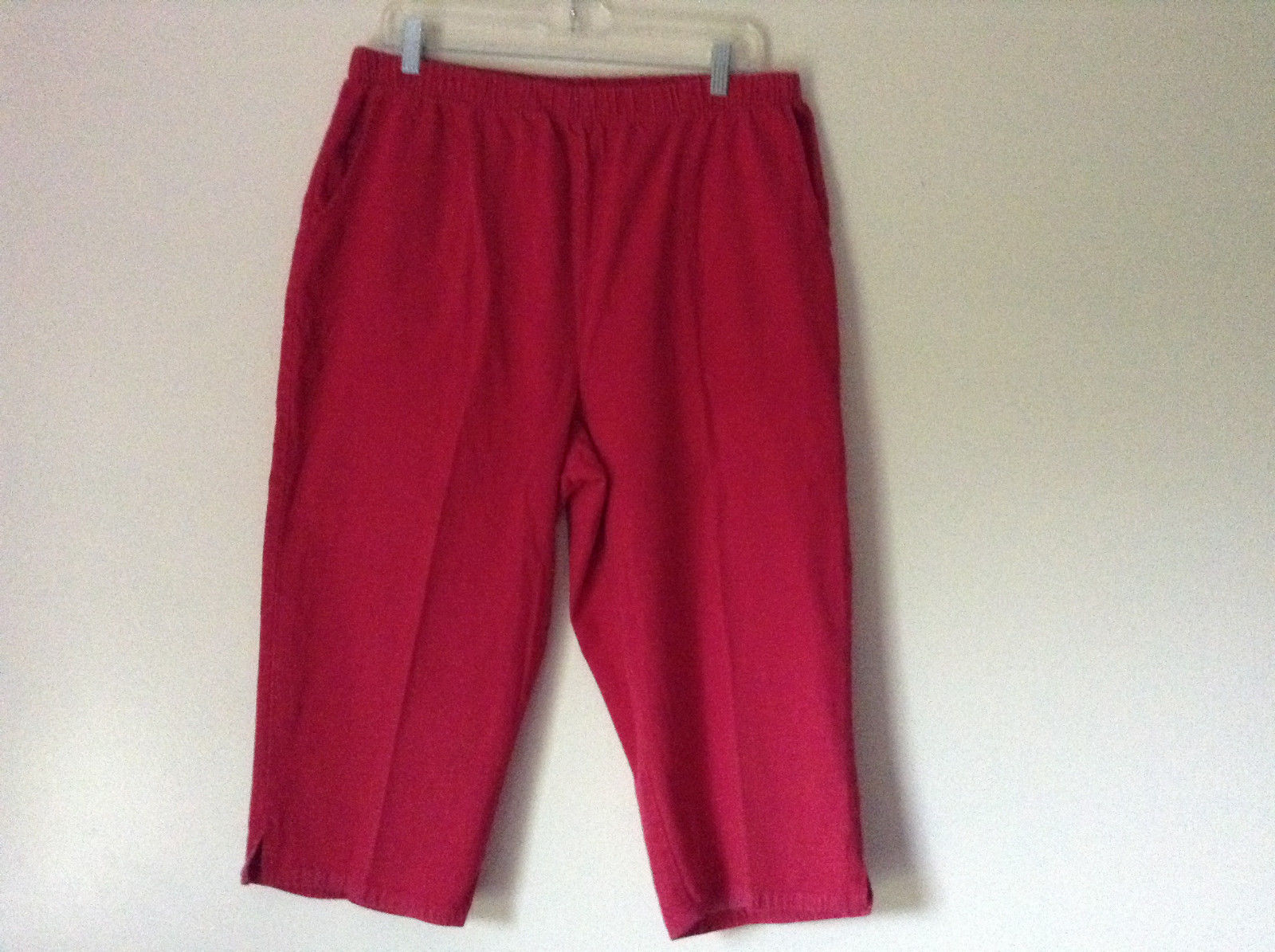 Bright Red Capri Shorts by D and Company Two Pockets Stretchy Size XL