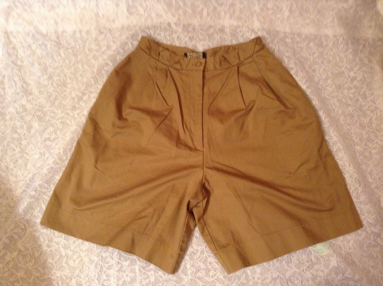British Khaki by Robert Lighton Sandy Colored Dress Shorts Belt Loops