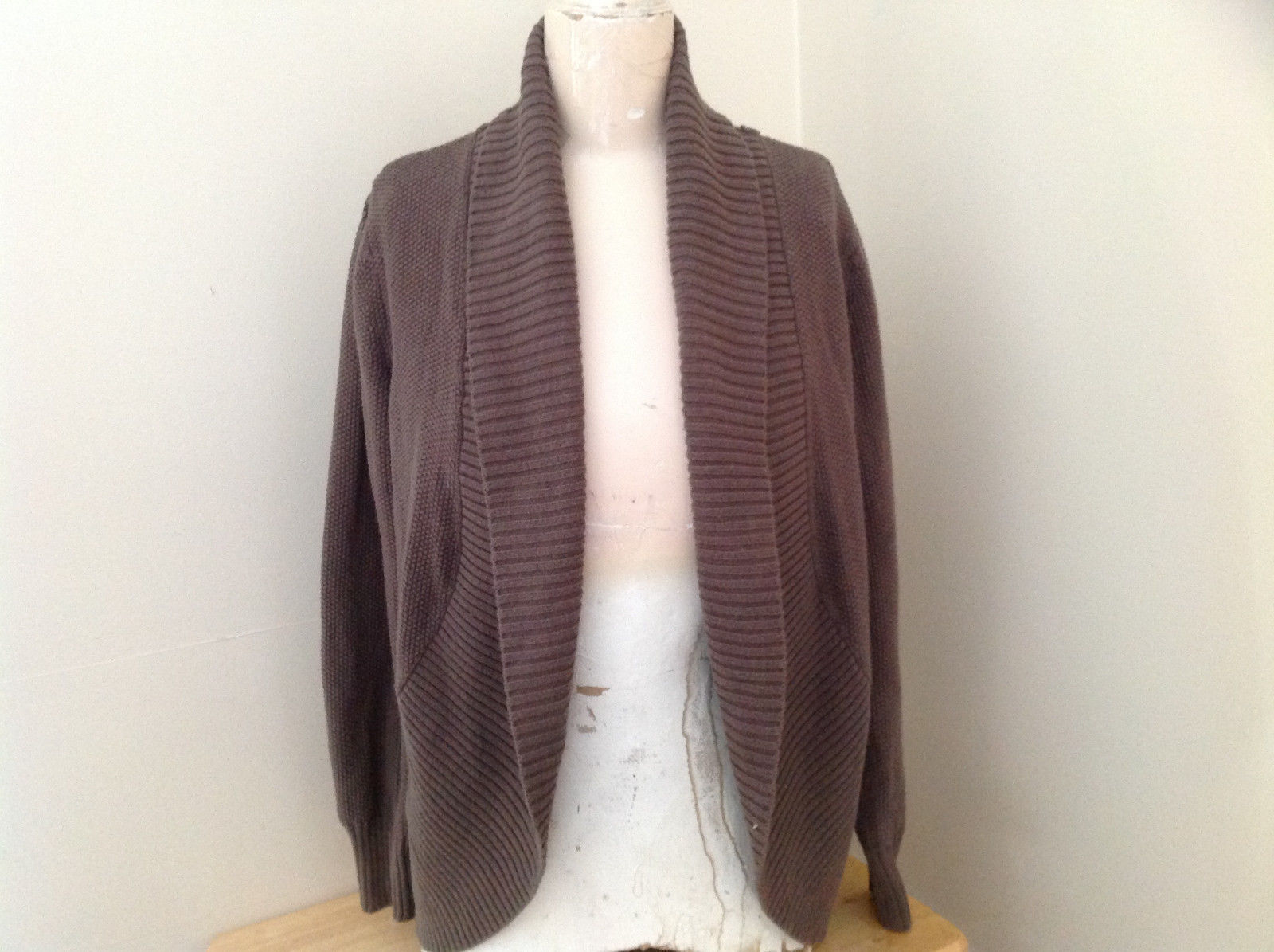 Brown Open Front Knit Collared Sweater by Elle Made in China Size Medium