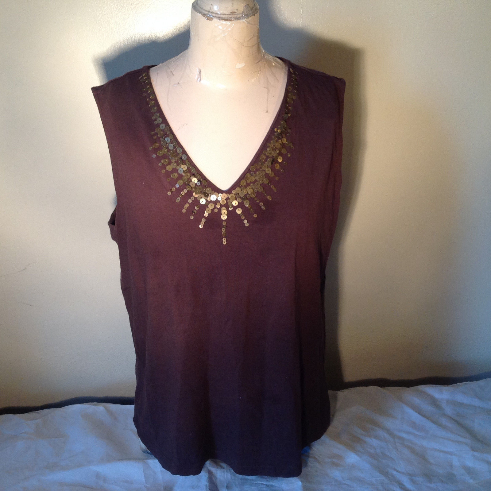 Brown V Neck Sleeveless Casual Top with Pretty Gold Design Dana Buchman Size XL
