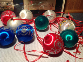 20 Piece Ornament  Set Colorful Balls Red Green Blue White Good Condition image 5