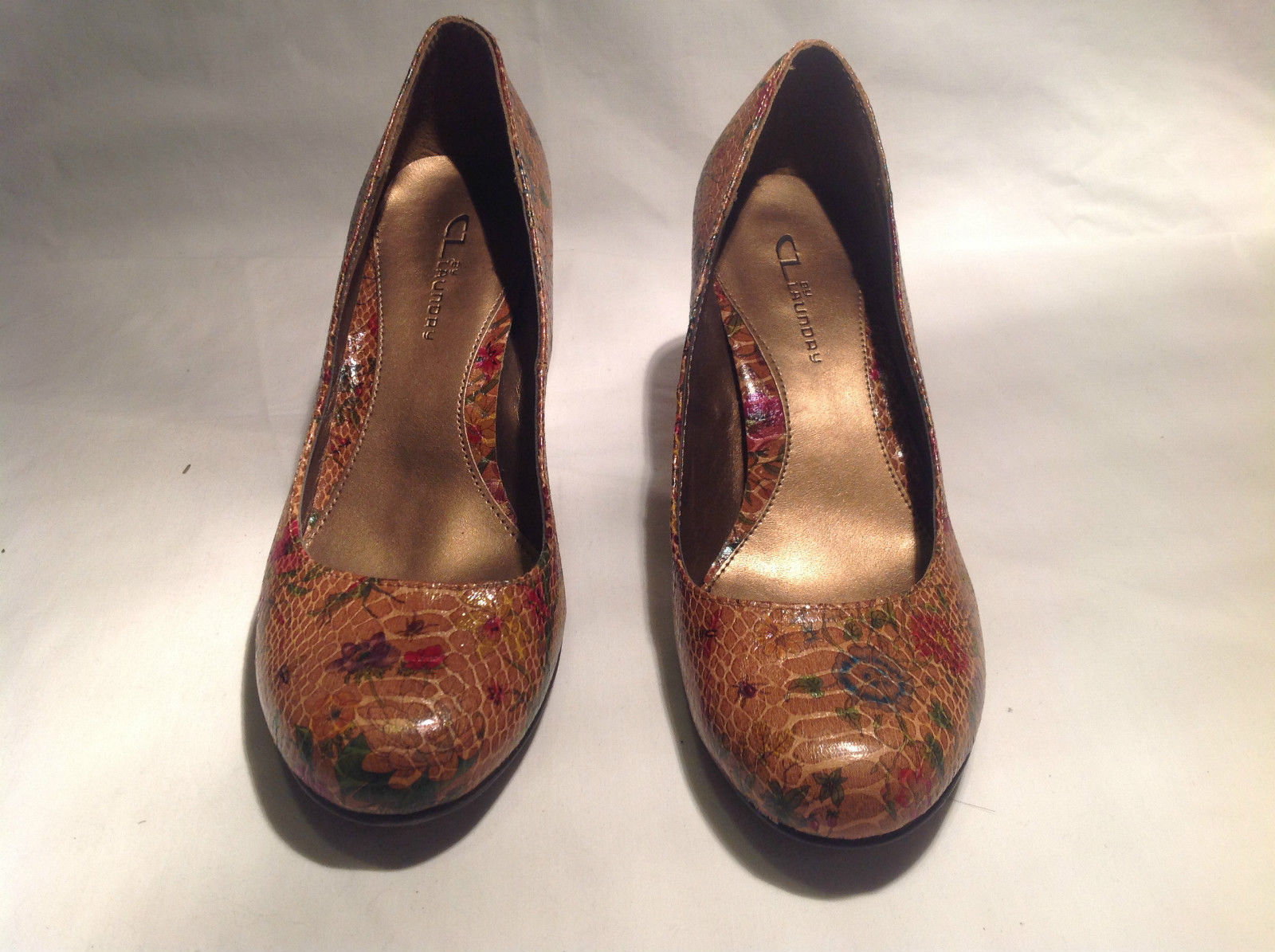 CL  Laundry Pumps Snakeskin Flower Design Size 11 Medium Good Condition