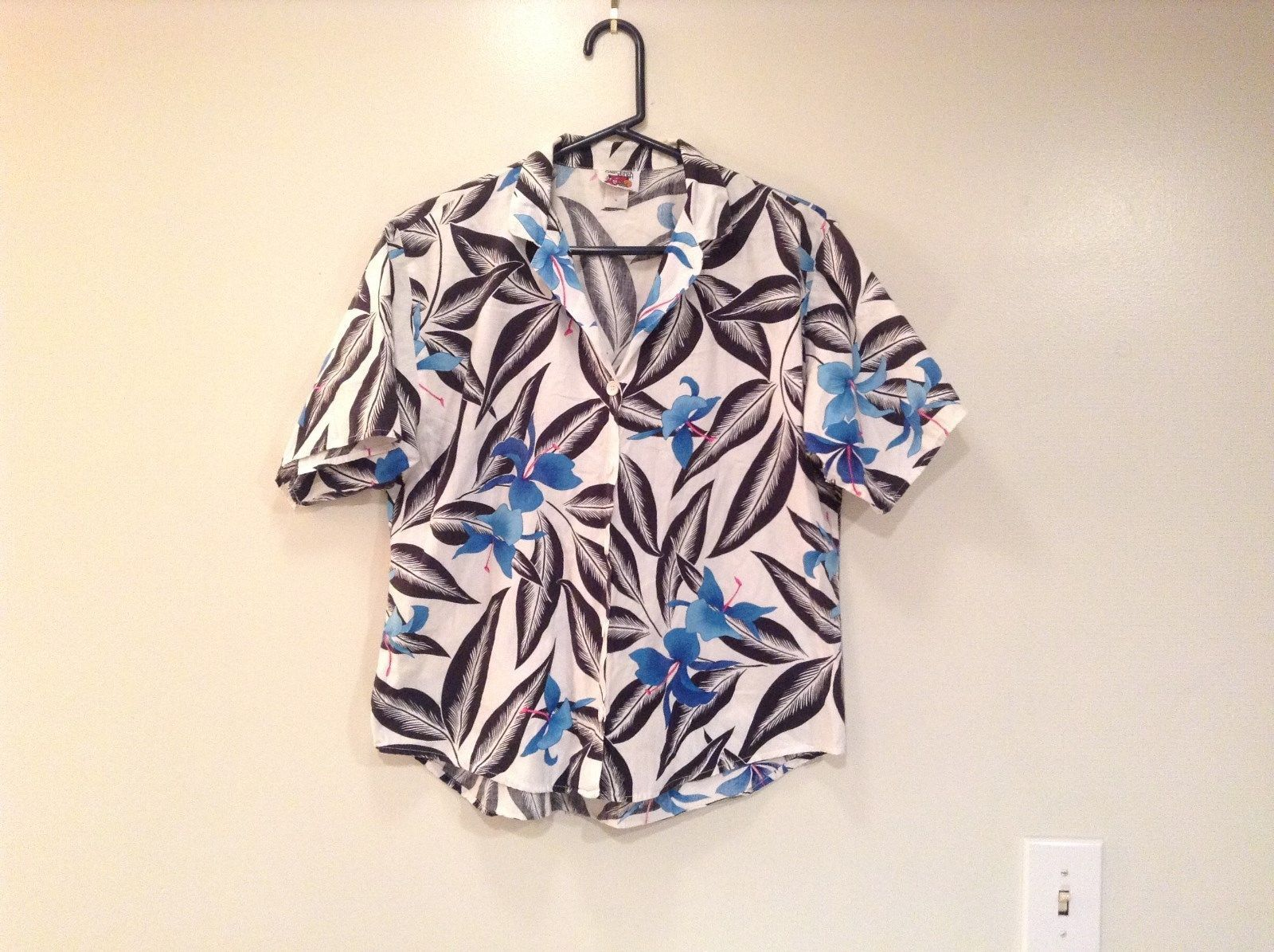 California Krush Short Sleeve Magnolia Pattern Button Up Shirt Size Medium