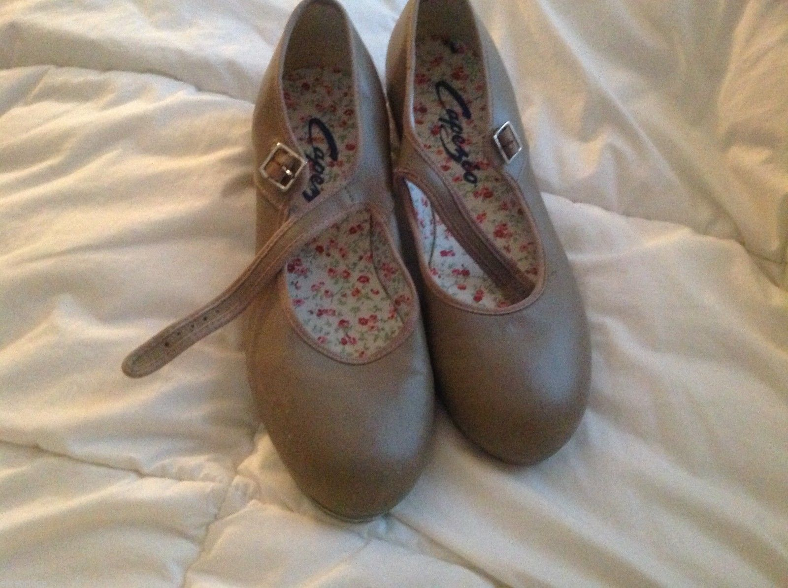 Capezio gently used tap shoes size 8 1/2 worn twice
