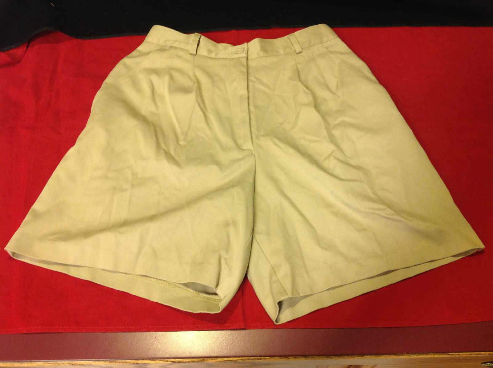 Casual EP/PRO Ladies Khaki Shorts Size 6