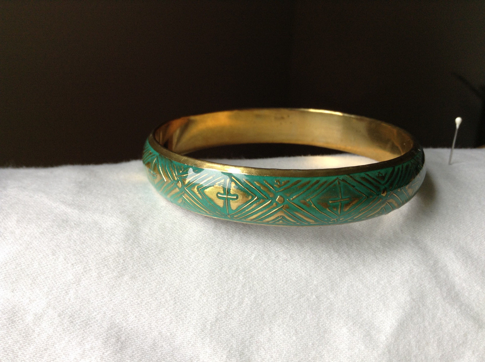 Charming Green Chevron Design Gold Tone Fun Bangle Bracelet Vintage Style