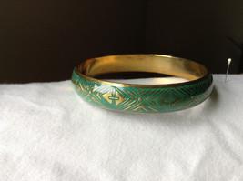 Charming Green Chevron Design Gold Tone Fun Bangle Bracelet Vintage Style