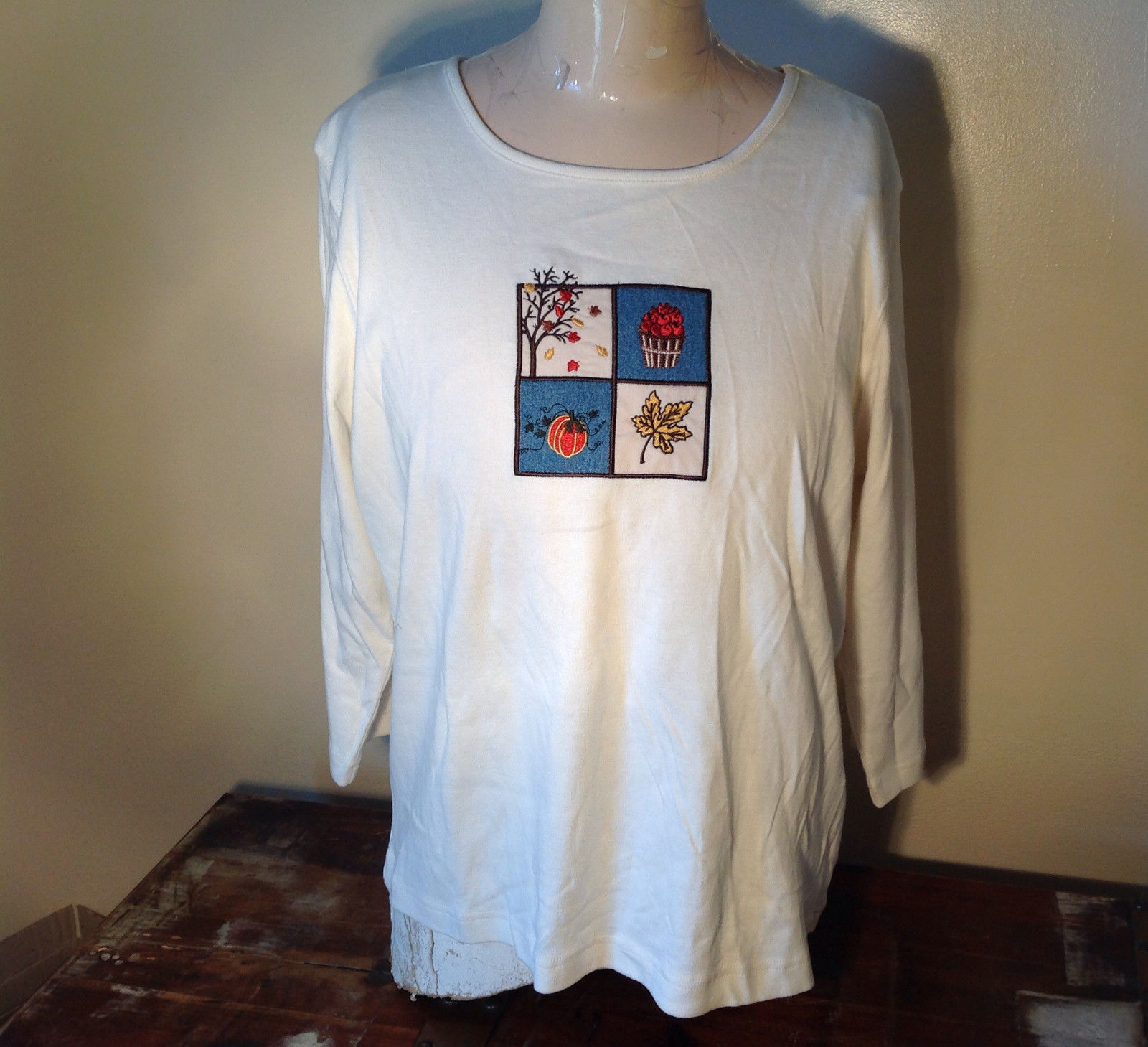 Christopher and Banks White Fall Graphic Design  Very Soft Shirt Size XL