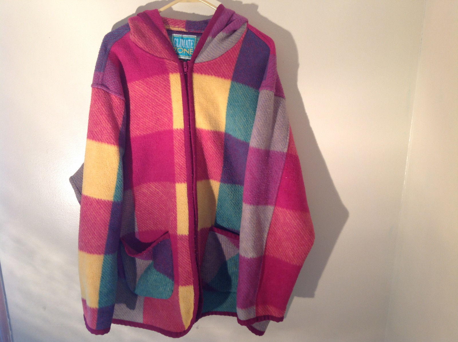 Climate Zone Very Warm Purple Green Yellow Pink Sweater with Hood Size Large