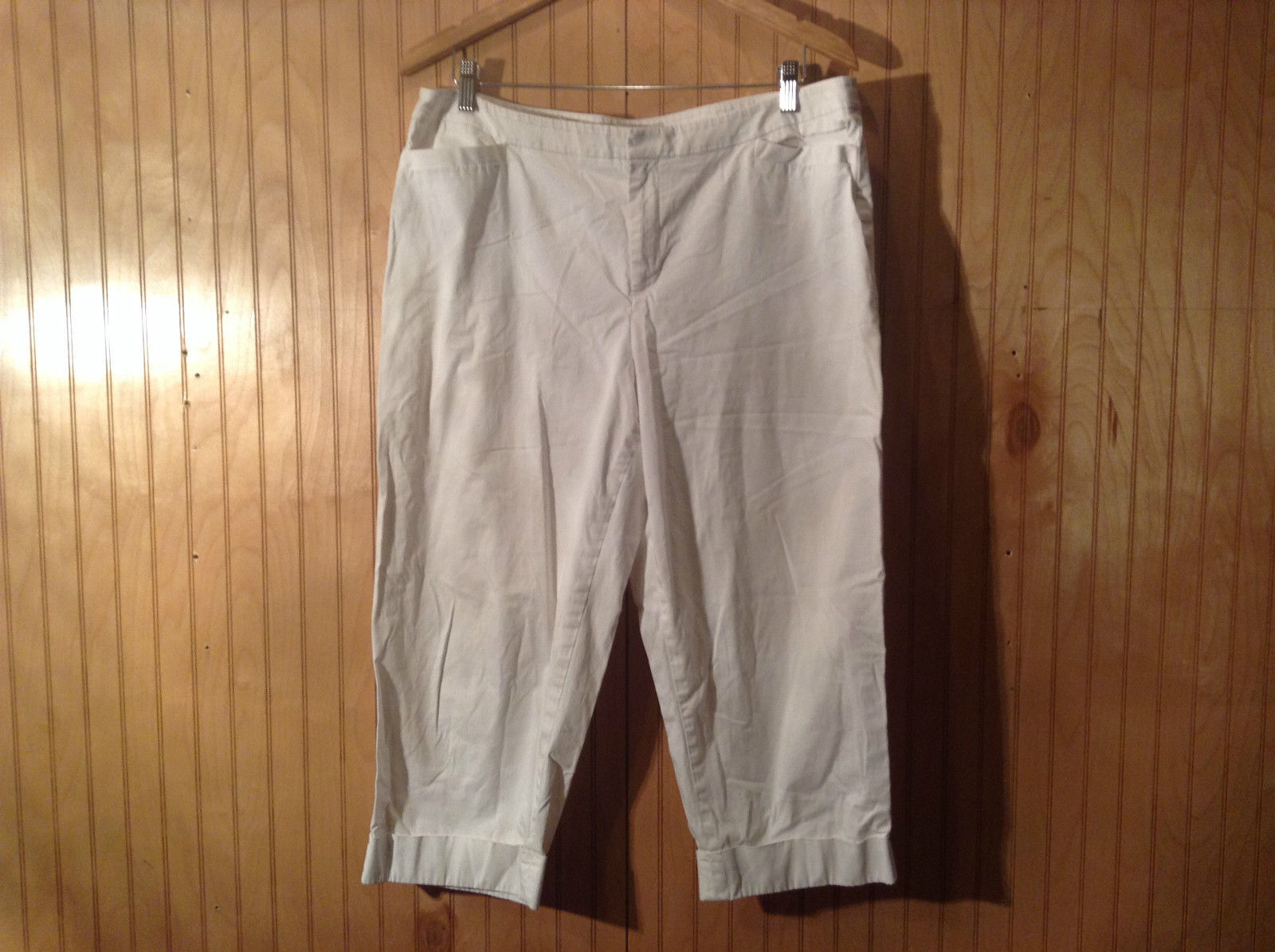 Coldwater Creek Natural Fit White Capri Pants Size 16 Zipper and Button Closure
