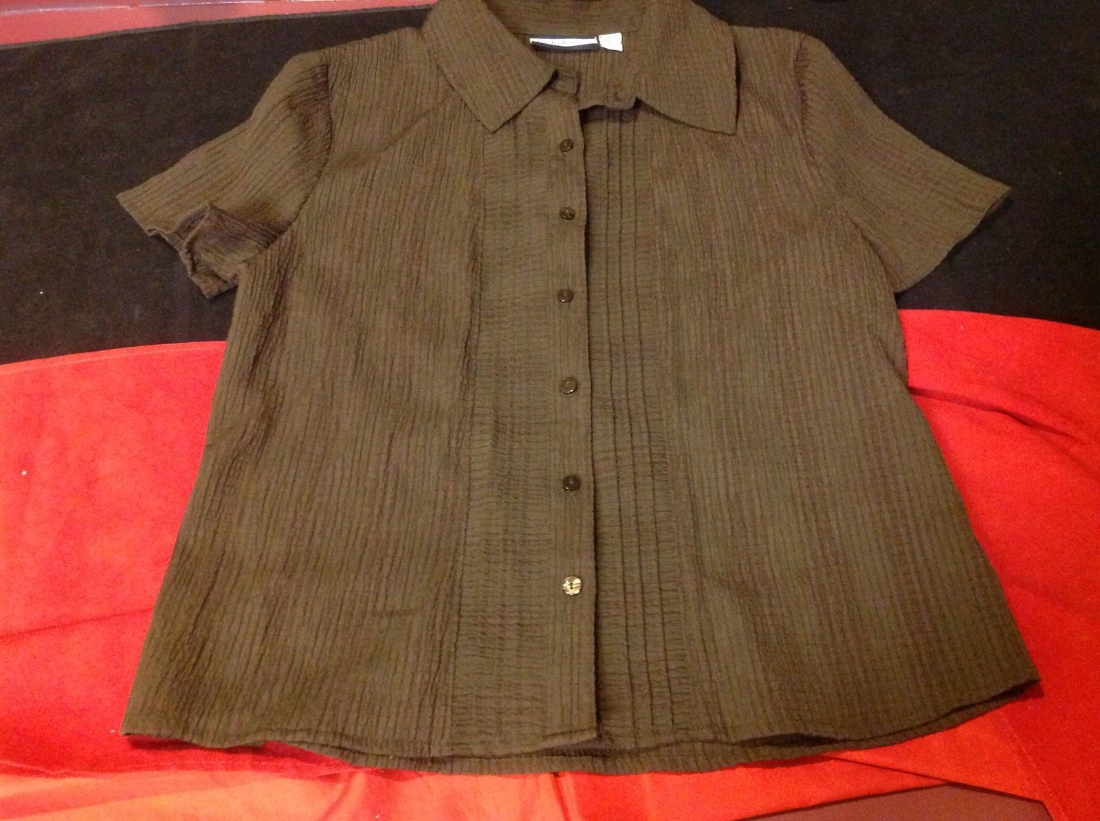 Croft & Barrow Pretty Ladies Short Sleeve Brown Colored Stretch Blouse Size PS