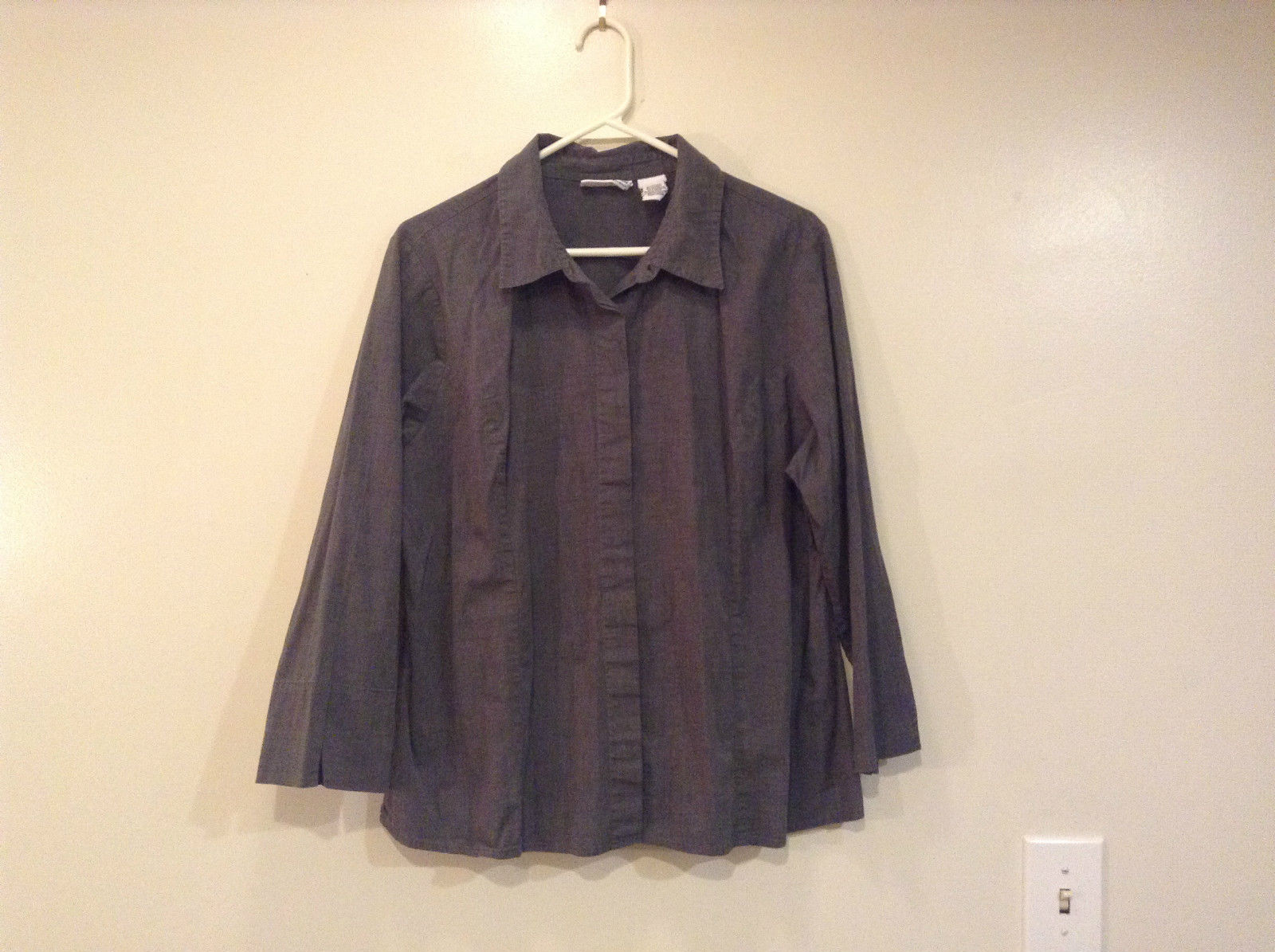 Croft and Barrow Gray Blouse Small Slits on Cuffs and Sides Size 1X Button Up