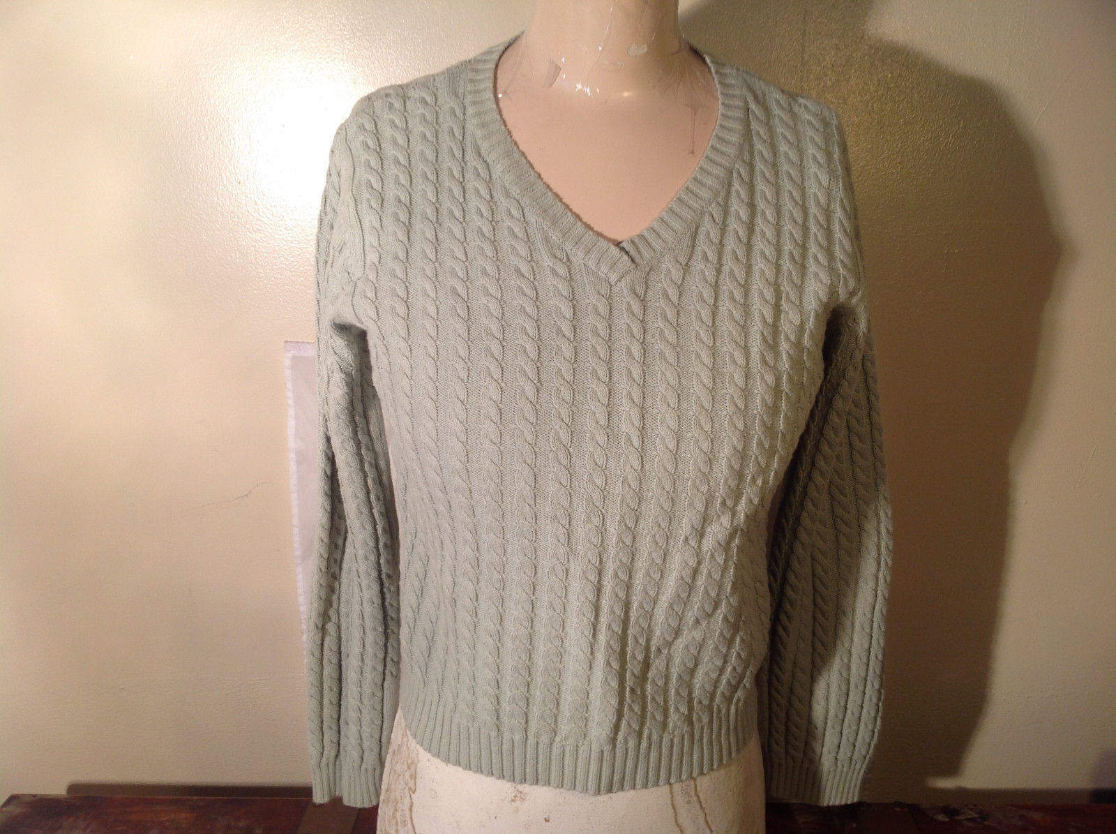 Crystal Kobe Light Green Relief V Neck 100 Percent Cotton Sweater Size Small