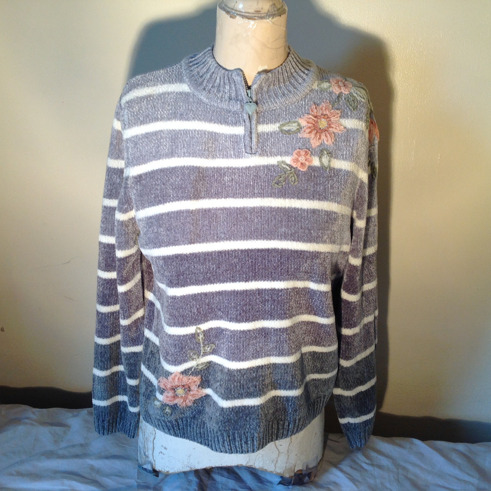 Cute Gray Sweater Very Soft Alfred Dunner Petite Stripes and Flowers Size PM