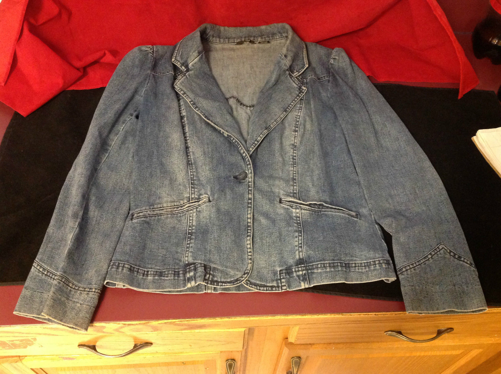 Cute Ladies Blue Denim Blazer Size Medium One Button Closure