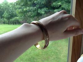 Charming Pink Chevron Design Gold Tone Fun Bangle Bracelet Vintage Style  image 5