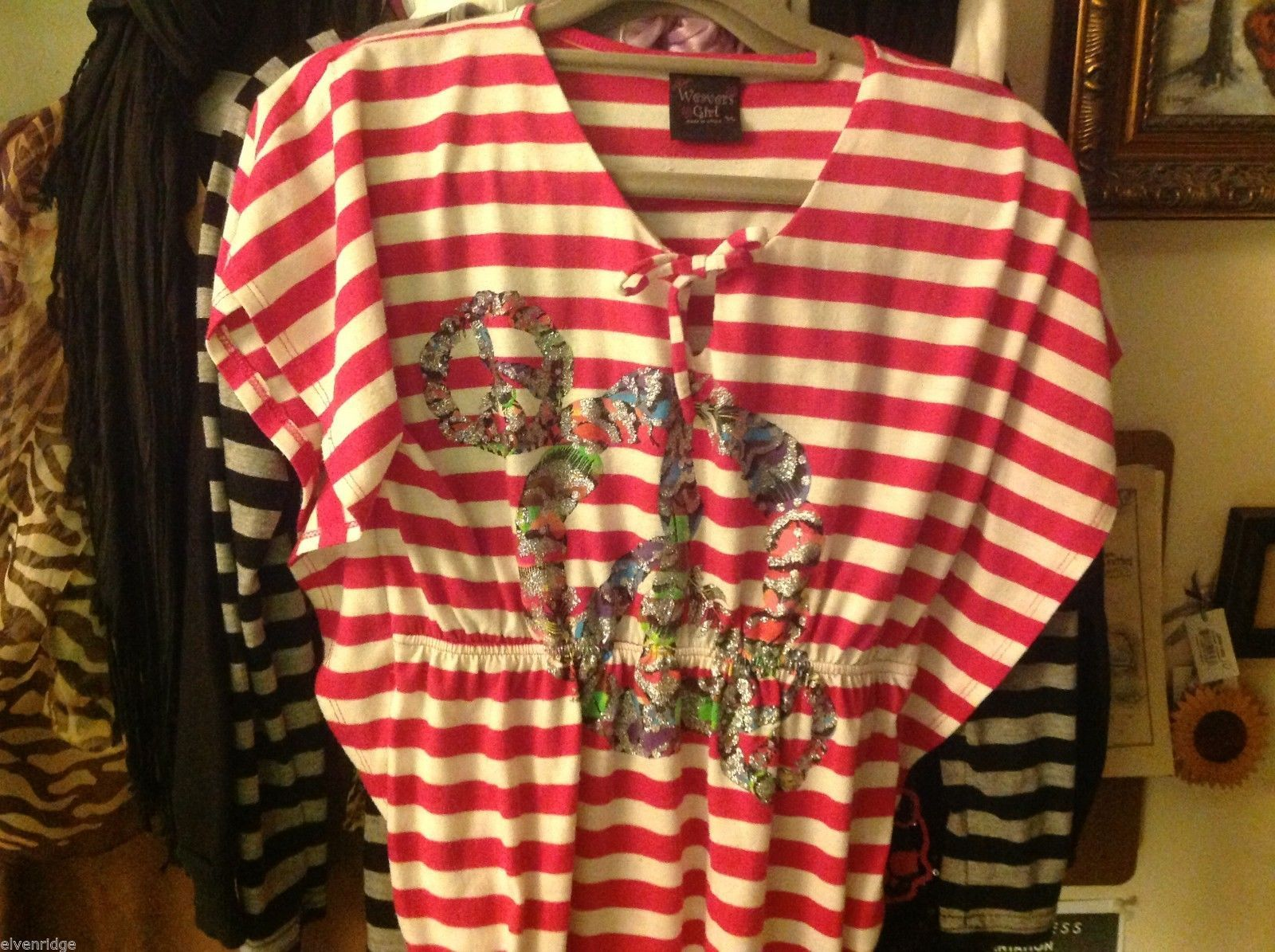 Cute candy cane striped girls top Weavers Girl w glitter peace feathers